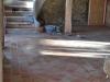 Ancienne étable : tomettes en terre cuite et escalier sur voute sarrasine